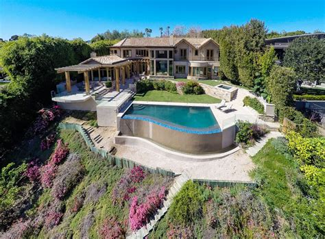 12 95 million country club home in pacific palisades ca