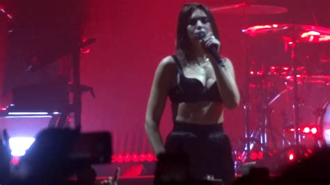 dua lipa vital stats dua lipa singing be the one with the crowd live in