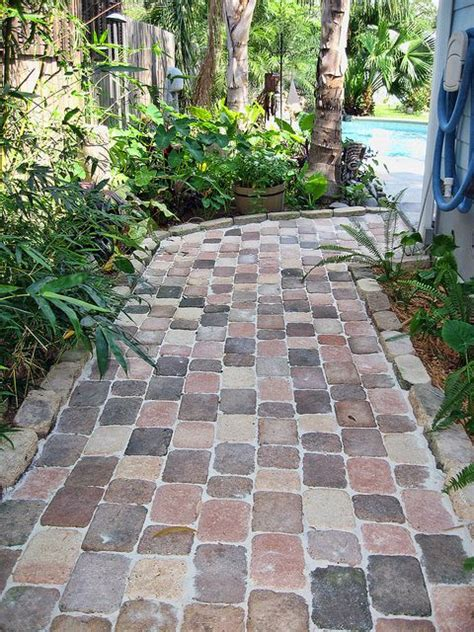 walkway side of house 25 best ideas about backyard walkway on pinterest walkways rock walkway and side