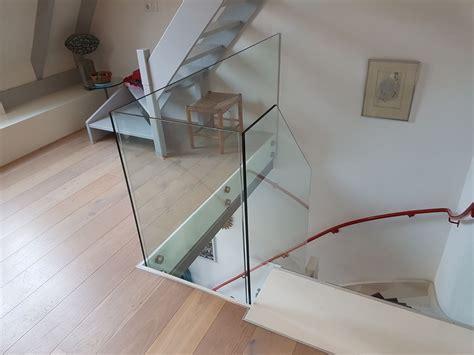 balustrade langs trap glazen balustrade modern ruimtelijk glasbestellen nl