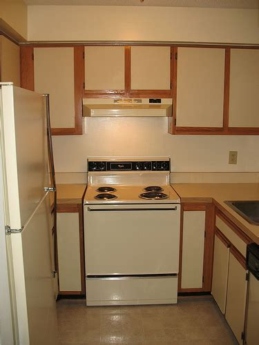 Painting Wood Laminate Kitchen Cabinets by Foobella Designs Painting Laminate Kitchen Cabinets