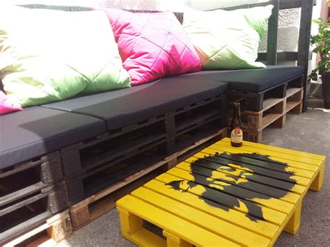 pallet corner seatingcoffee table  pallets