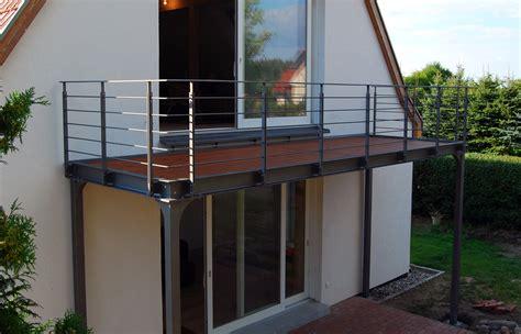 balkon mit überdachung balkon ostsee stahlblau