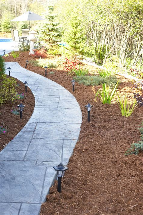 best mulch types choosing the right mulch for a garden
