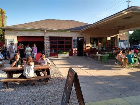 Garage Bar Louisville by Interesting Garage Turned Into A Restaurant Bar