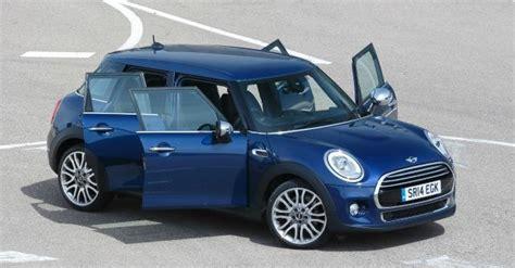 nuova mini cooper 5 porte a cinque porte e la roadster superleggera arrivano le