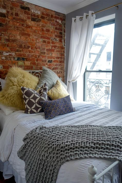decorate  teeny tiny nyc bedroom fossypants