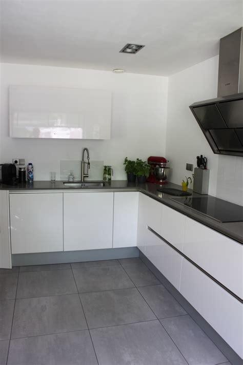 keuken kopen sittard keuken met strakke schouw showroomkeukens alle