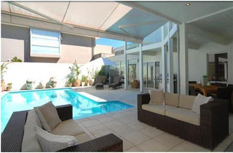 desain rumah mewah  lantai  kolam renang
