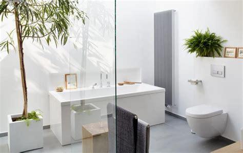 Kleines Bad Mit Dunklen Fliesen by Neutrales Grau Am Boden Vermittelt Gr 246 223 E Bild 5