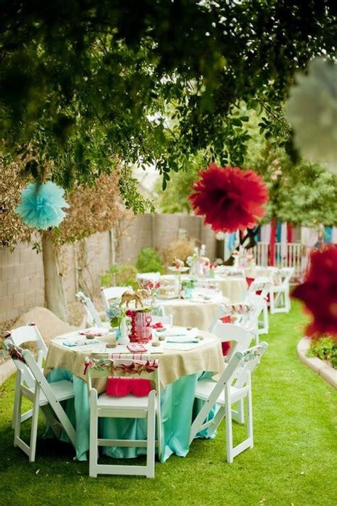 Gartenfeier Deko by Blue Paper Pom Poms Garden Wedding