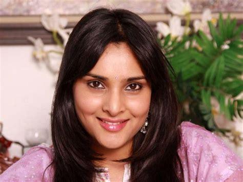 kannada film actress rajkumar 5 top actresses launched by parvathamma rajkumar filmibeat