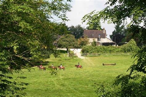 Centre Equestre Les Grilles by Ferme 233 Questre Les Grilles Bourgogne Buissonni 232 Re