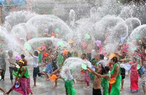 new year traditions in thailand celebrate songkran thai new year for easter orient
