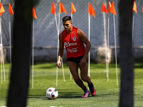 alexis sanchez injury update alexis sanchez gives injury update good and bad news for