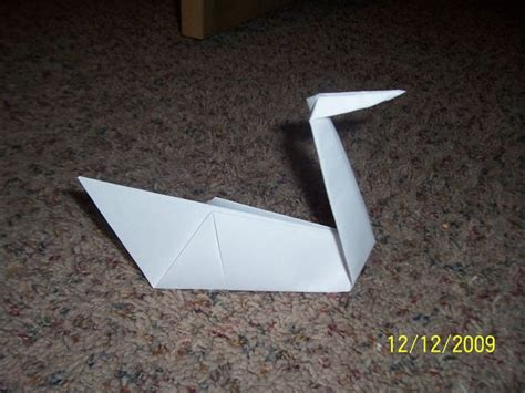 How Do You Make A Swan Out Of Paper - how to make an origami swan