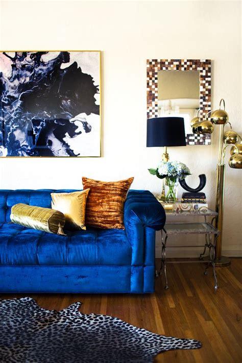 Blue Sofa Decor by 25 Stunning Living Rooms With Blue Velvet Sofas