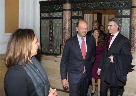 ministro dell interno attuale il ministro della difesa pinotti e dell interno alfano