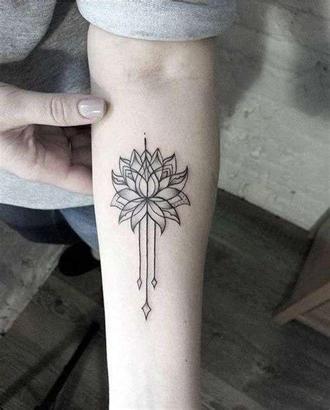 fiori di loto sul braccio tatuaggi mandala mandala fiore di loto sul braccio