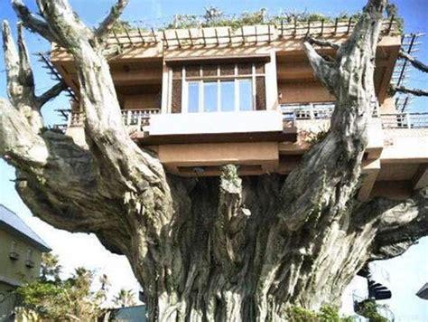 dude this house is so cool love weird modern houses love it cool weird strange houses love it