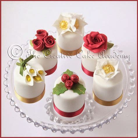The Creative Cake Academy: CHRISTMAS MINI CAKES   VINTAGE