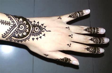 black henna tattoo on hand 29 simple henna tattoos
