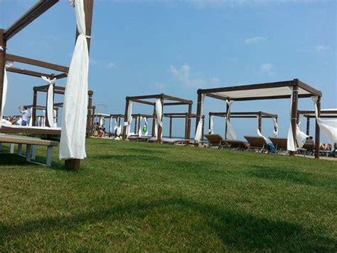 gazebo spiaggia gazebo spiaggia foto di tempio mare fossacesia