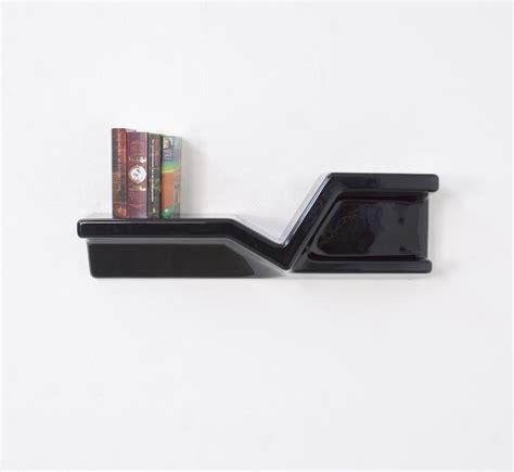 schwarzes regal h 228 ngendes schwarzes kunststoff regal nani prina f 252 r
