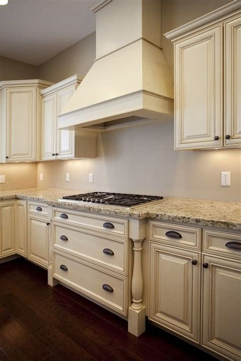 cream cabinet kitchens 25 best ideas about cream cabinets on pinterest cream