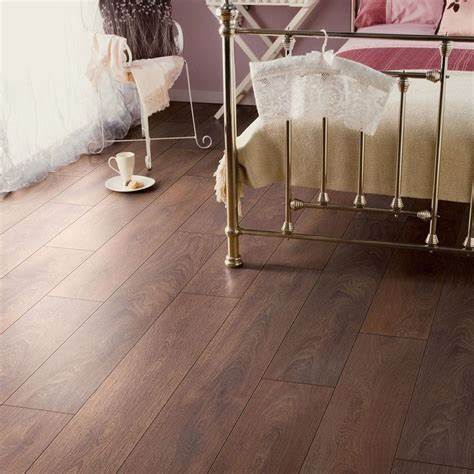 bathroom laminate flooring b q amadeo shire oak effect laminate flooring 2 22 m 178 pack