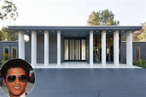 bruno mars house see bruno mars new mansion in laurel canyon