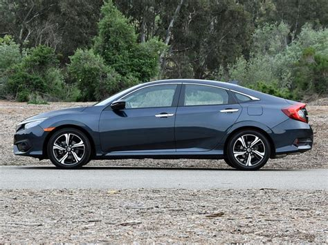 Comparison Test: 2016 Honda Civic and 2017 Hyundai Elantra
