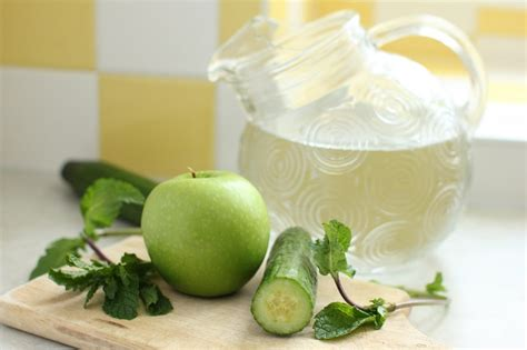Apple Lemon Mint Detox Water Recipe by Feel Great For Summer With These 48 Detox Water Recipes