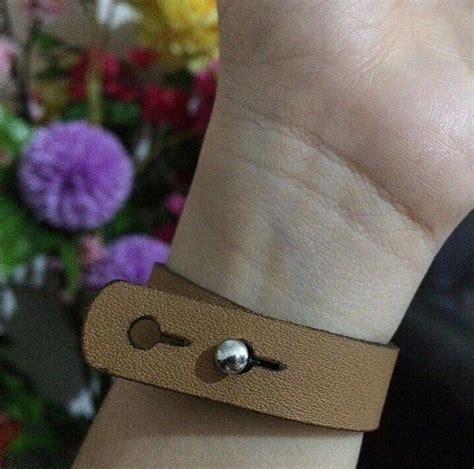 Gelang Kulit Custom Tipe C ganti kancing dengan model push ini untuk mendapatkan korting sebesar 2k gelang kulit custom