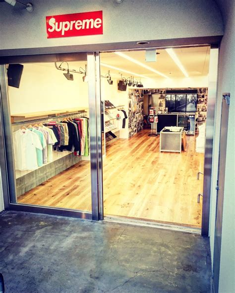 supreme japan shop supreme fukuoka fashion 大名1丁目11 29 福岡市 中央区 福岡県