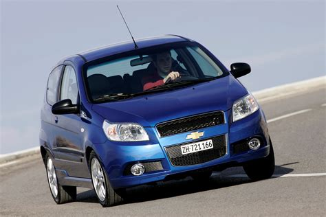 review chevrolet aveo chevrolet aveo hatchback 2008 2011 photos parkers