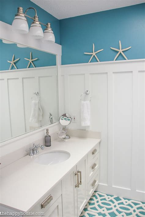 coastal cottage farmhouse style wall treatment ideas