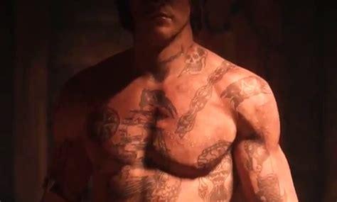 tattoo trailer assassin s creed 4 assassin s creed 4 le trailer des tatouages