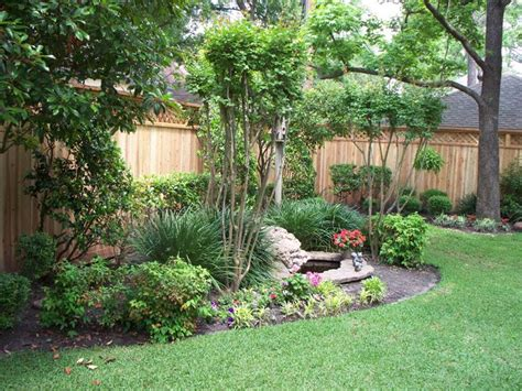 backyard houston 25 best ideas about landscaping along fence on pinterest