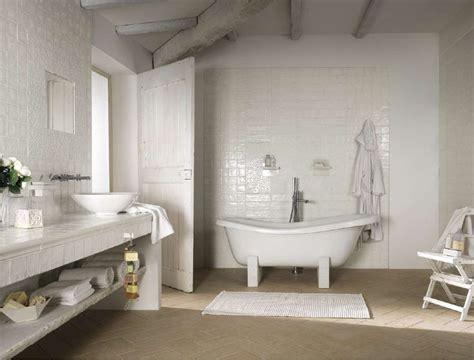 cerco piastrelle pi 249 di 25 fantastiche idee su bagni in piastrelle bianche