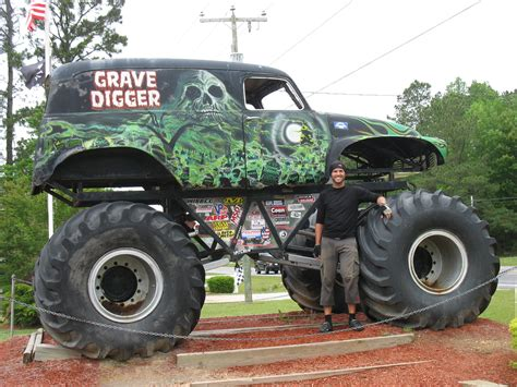 grave digger monster truck pictures monster truck planetcalypsoforum gallery