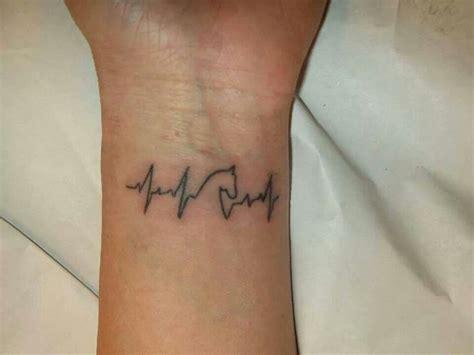 heartbeat running tattoo 220 ber 1 000 ideen zu herzschlag tattoo auf pinterest