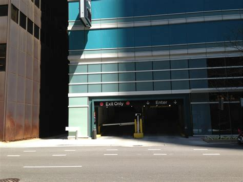 Parking Garages Chicago by Streeter Garage Parking In Chicago Parkme