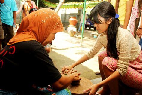 membuat yayasan di indonesia belajar membuat gerabah di desa banyumulek indonesiakaya