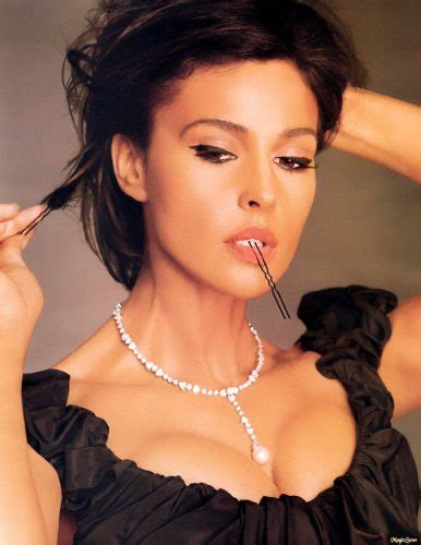 hollywood actress figure size list monica bellucci measurements height weight bra size age