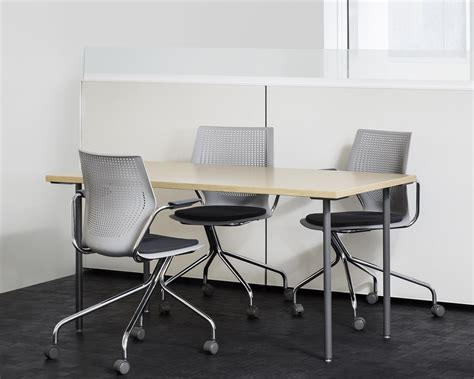 Simple Table L by Antenna 174 Simple Tables Knoll