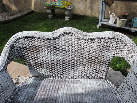 Painting Wicker Bedroom Furniture by How To Paint Wicker Furniture