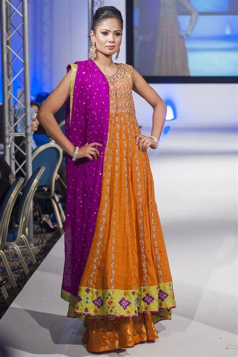 clothes design in pakistan 2014 sana abbas at pakistan fashion extravaganza london 2014