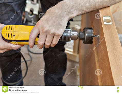 no drill knobs installer to drill hole under door lock with handle close
