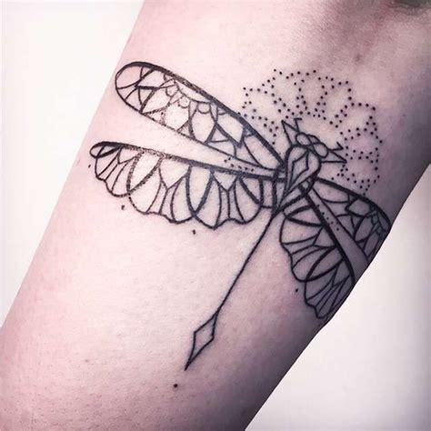 tattoo mandala no quadril tatuagens femininas linework pontilhismo lib 233 lula tattoo